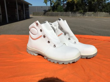 Stock Emma safety shoes +- 1000 pairs