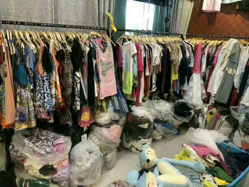stocklot for clothes ,women ,men,children,baby all type of stocklot clothes offer