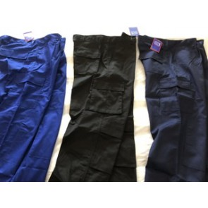 Work trousers with cargo pockets and knee pockets for pads